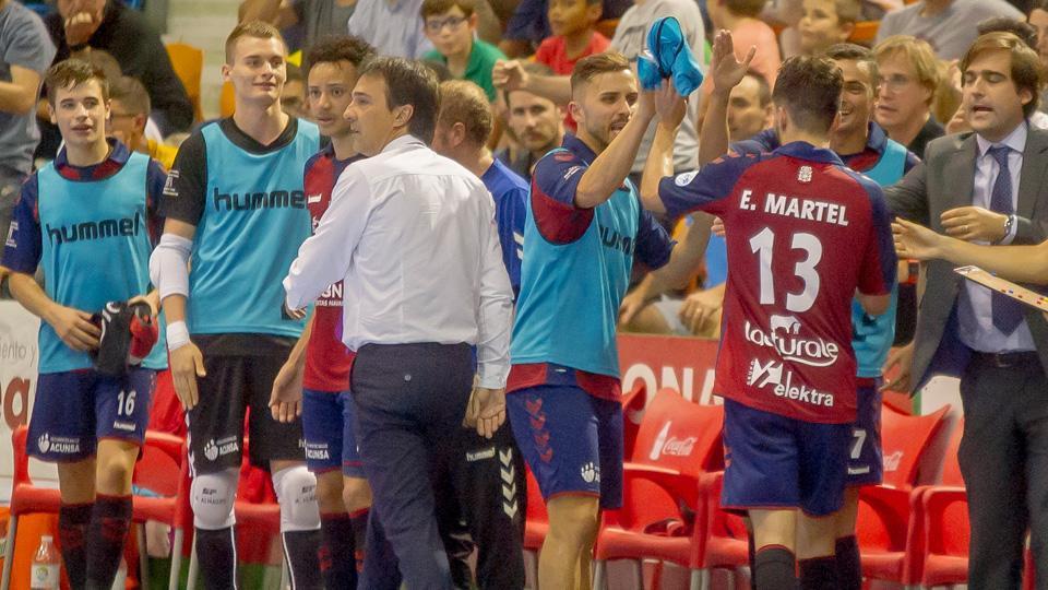 Imanol Arregui, entrenador del CA Osasuna Magna, durante un encuentro.