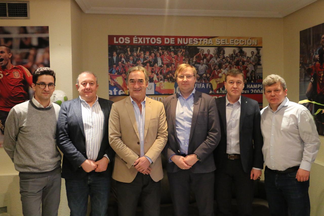 La Liga Báltica de Futsal visitó la LNFS para reunirse con Javier Lozano y conocer el funcionamiento de la organización