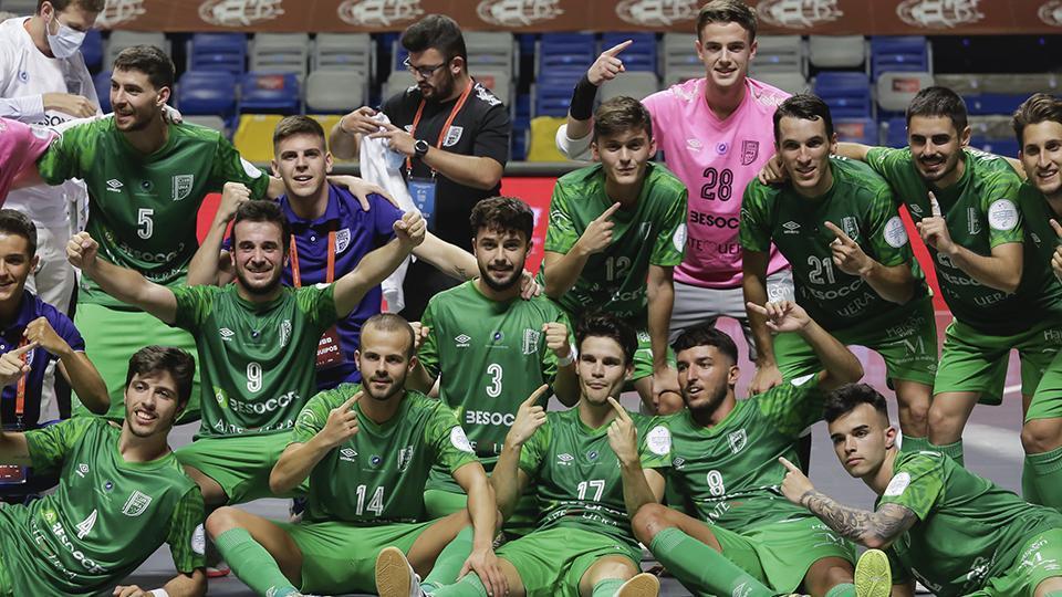 Los jugadores del BeSoccer CD UMA Antequera celebran el Ascenso a Primera División
