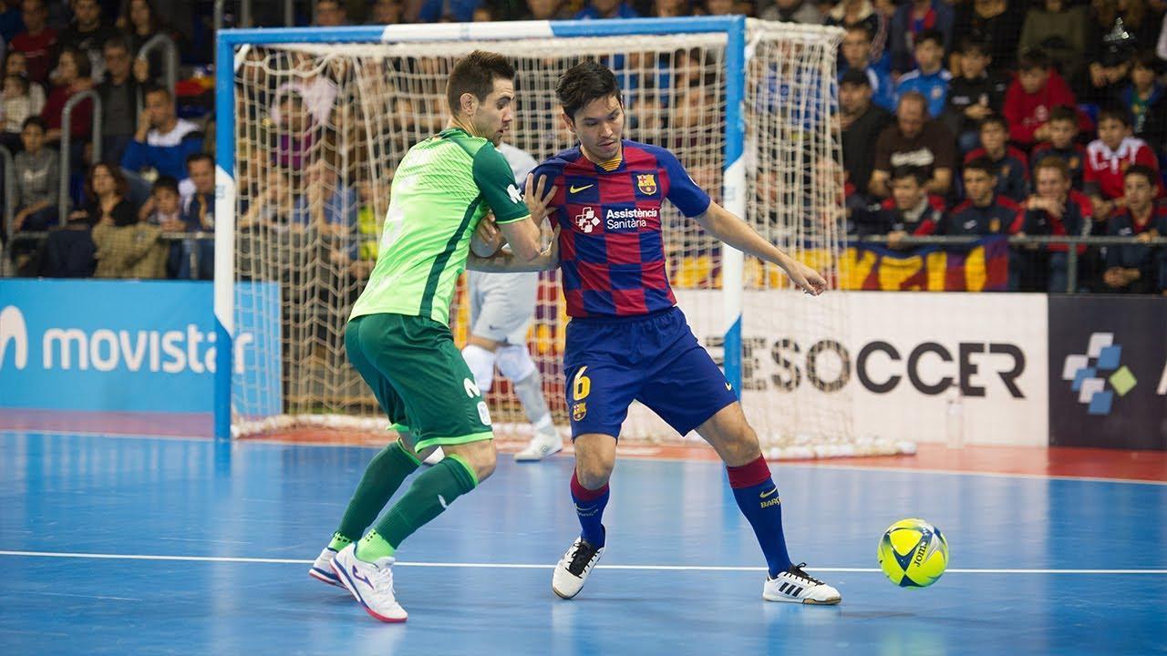Daniel, de Barça, y Bebe, de Movistar Inter, pugnan por el balón