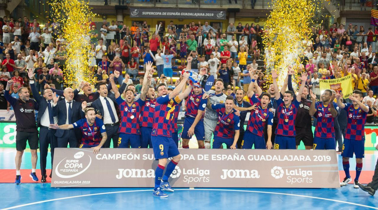Los jugadores del Barça celebran la Supercopa de España 2019