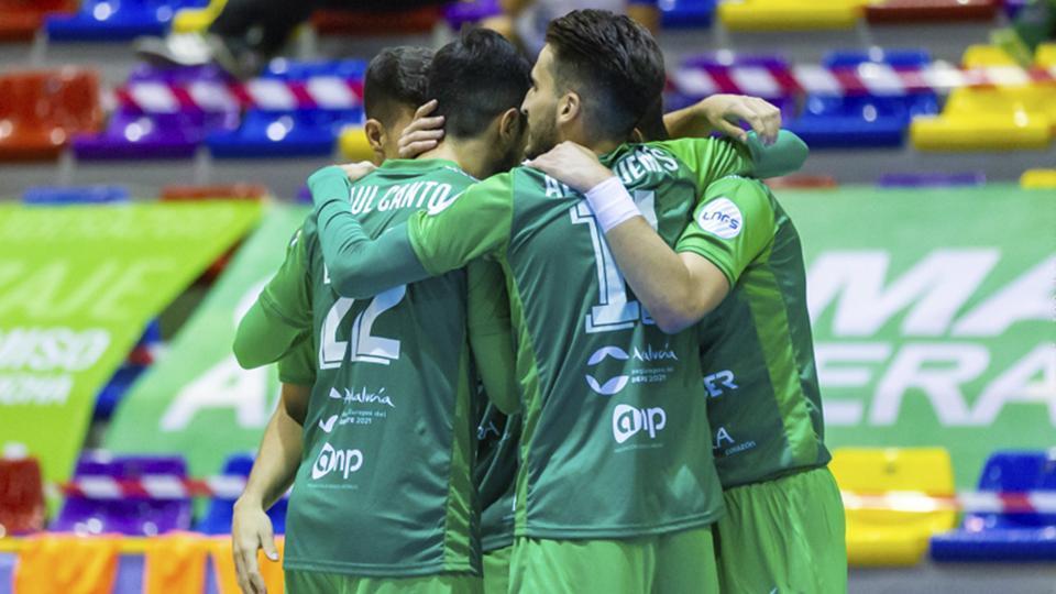 Los jugadores del BeSoccer UMA Antequera celebran un gol (Fotografía: iso100press)