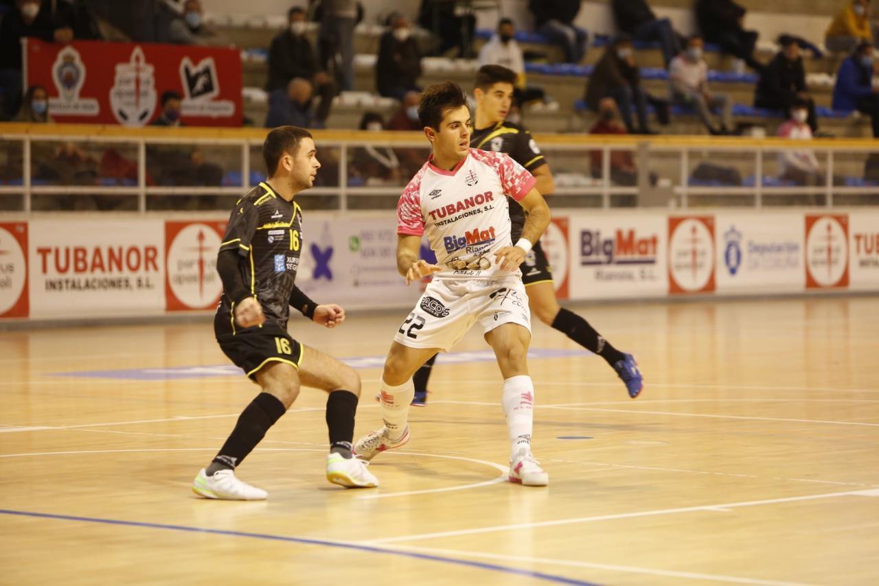 Adrián Rivera, jugador del Noia Portus Apostoli, en un partido.