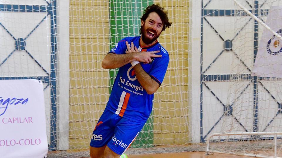 Nano Modrego, jugador del Full Energía Zaragoza, celebra un gol. (Foto: Andrea Royo López)