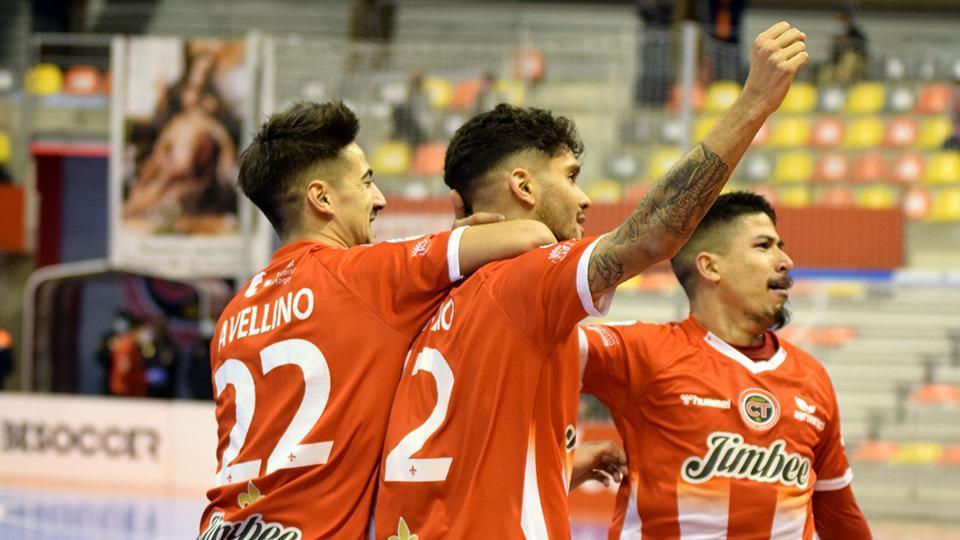 Los jugadores del Jimbee Cartagena celebran un tanto.