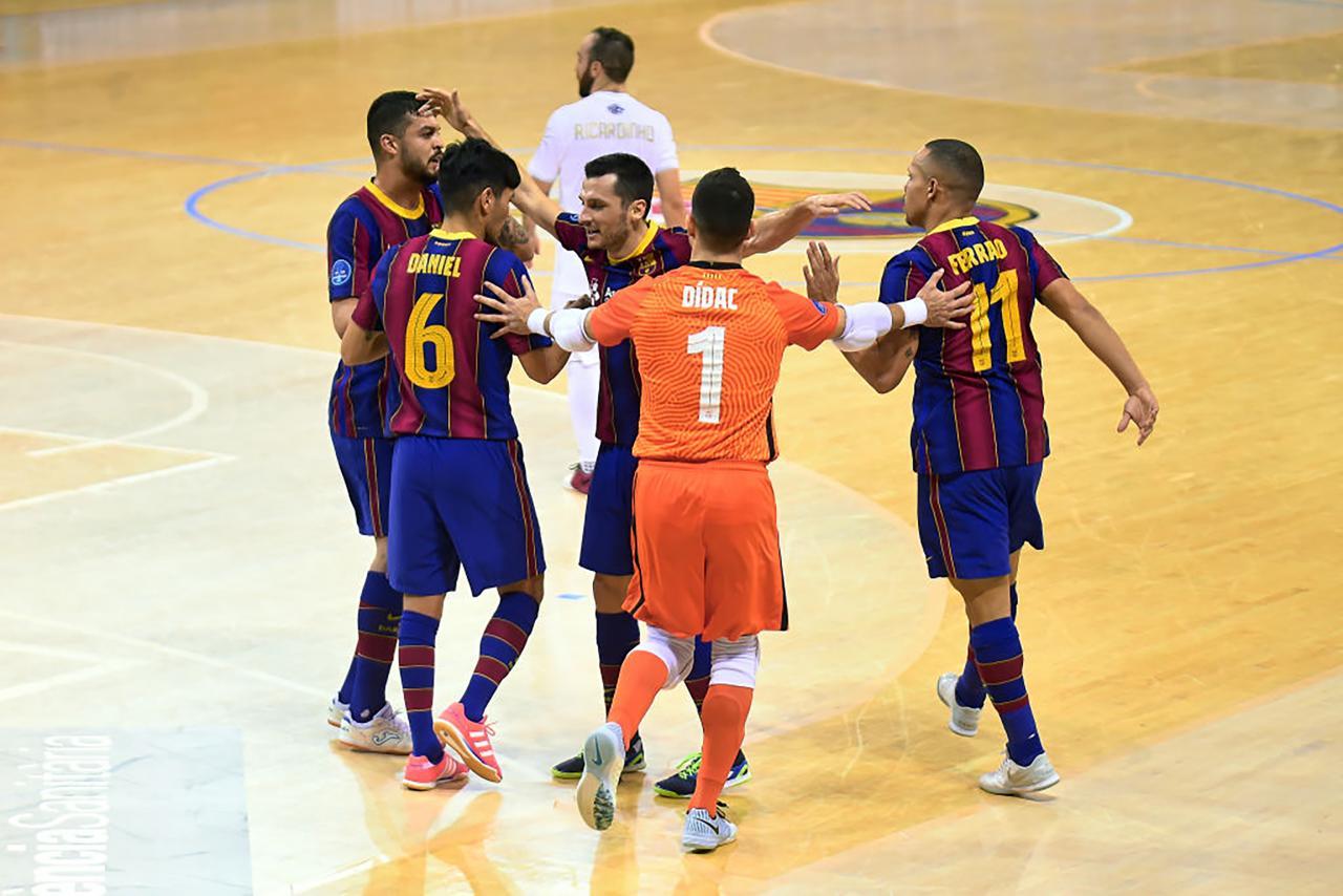 Los jugadores del Barça celebran un gol ante el ACCS