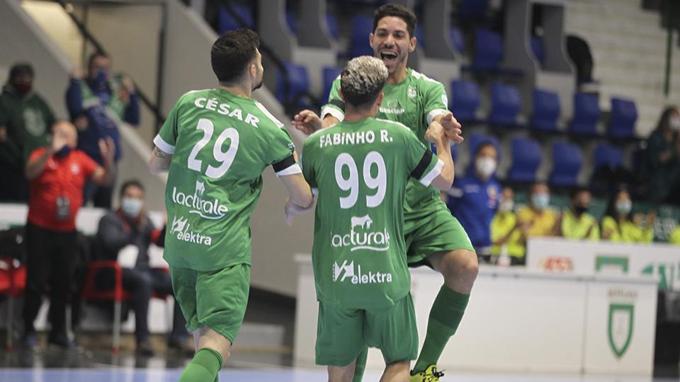 Los jugadores de Osasuna Magna Xota celebran un gol.