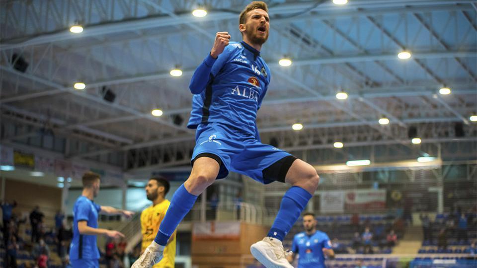 Sergio González, de Viña Albali Valdepeñas, celebra un gol.