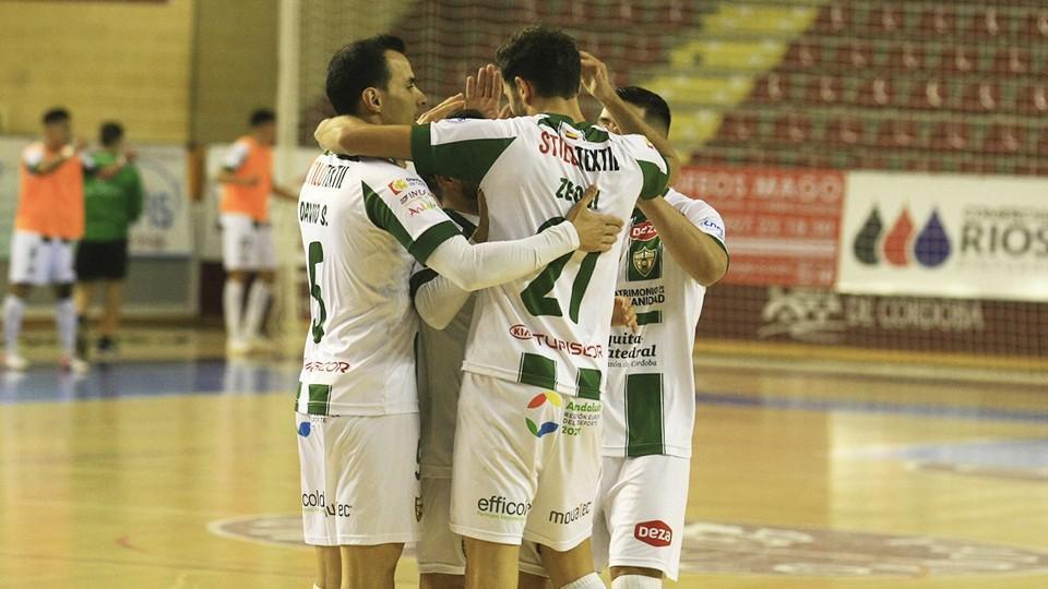 Los jugadores del Córdoba Patrimonio de la Humanidad celebran un gol.