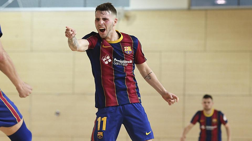 Rufino, jugador del Barça B, celebra un gol.