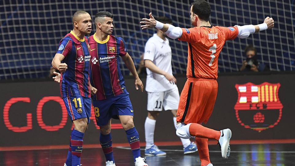 Ferrao, del Barça, celebra un gol contra Kairat Almaty en la UEFA Futsal Champions League