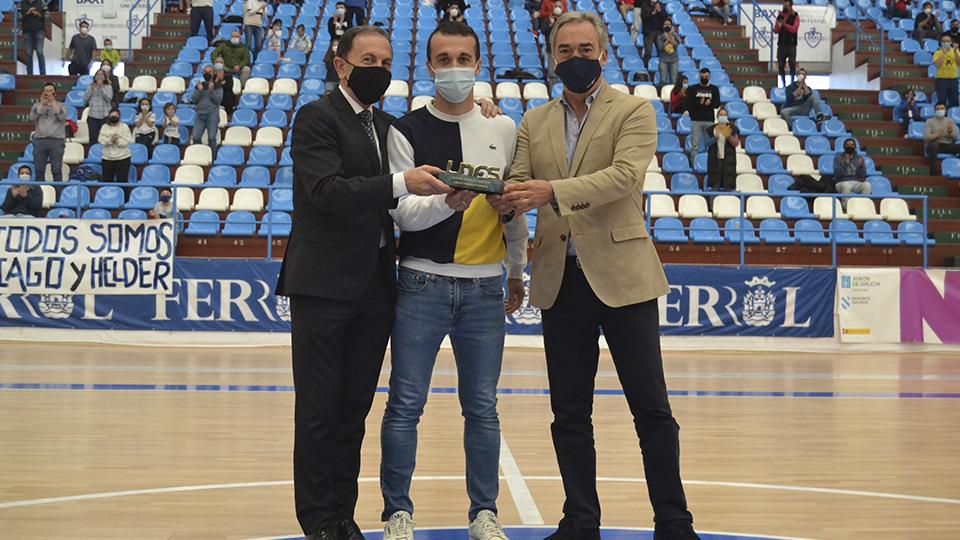 Julio Martínez, presidente de O Parrulo Ferrol, Adri, jugador de O Parrulo Ferrol, y Javier Lozano, presidente de la LNFS.