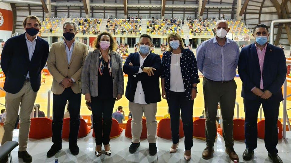 Numerosas autoridades se dieron cita en el palco del Palacio de los Deportes de Cartagena.