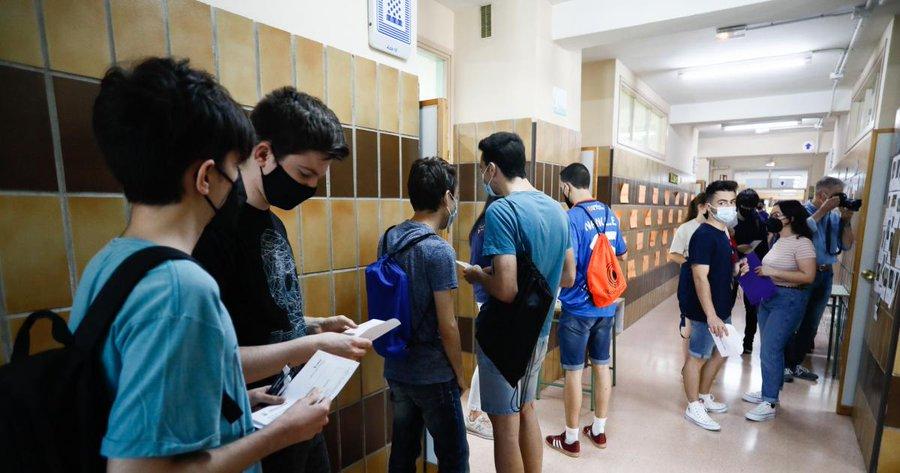 Nano Modrego y Full Energía Zaragoza recompensan la fidelidad de Mario Sanz, un joven estudiante de la EVAU que acudió a los exámenes de la EVAU con su camiseta