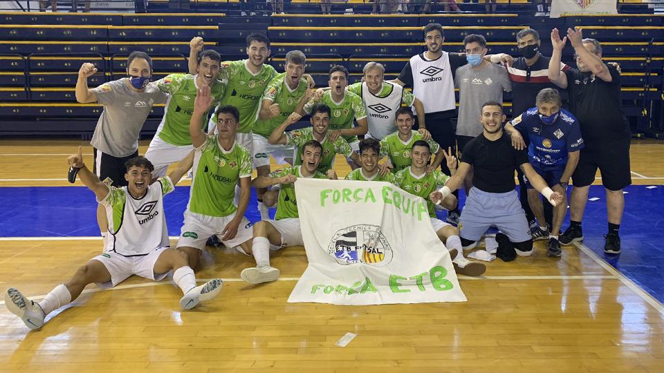 Los jugadores del ETB Calviá Palma Futsal 'B' festejan el ascenso.