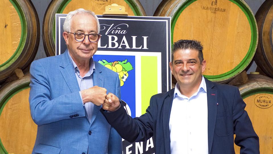 Félix Solís Yañez (izq.), Presidente-Consejero Delegado de Félix Solís Avantis, junto a Luis Palencia Sarrión, Presidente del Viña Albali Valdepeñas.