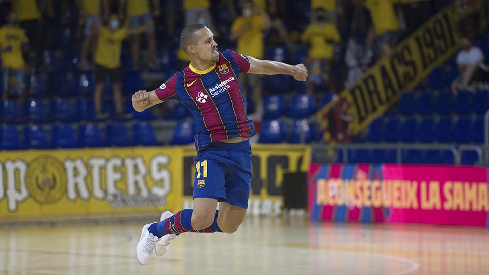 Ferrao, jugador del Barça, festeja un gol.