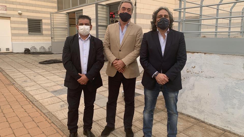 Luis Palencia, Javier Lozano y Manolo Bueno, en los aledaños del pabellón Virgen de la Cabeza.
