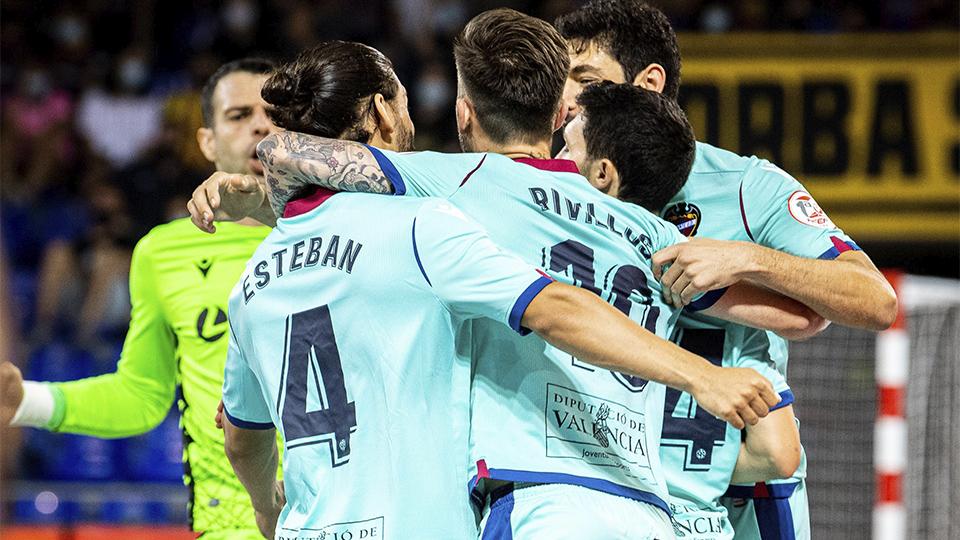 Los jugadores del Levante UD FS festejan un gol.