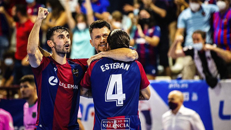 Los jugadores del Levante UD FS celebran un gol