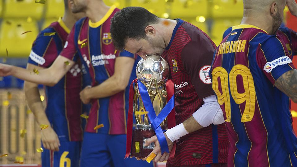 Dídac, portero del Barça, celebra el título de Liga.