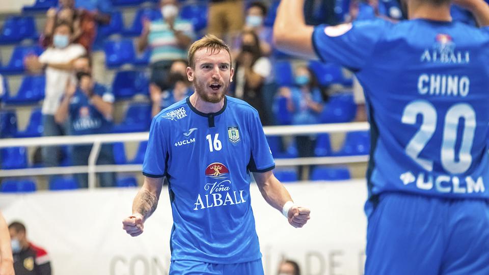 Sergio González, jugador del Viña Albali Valdepeñas, festeja un gol. (Foto: ACP-FSV)