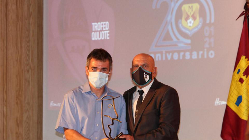 Juanlu Alonso recibe el Premio Quijote.