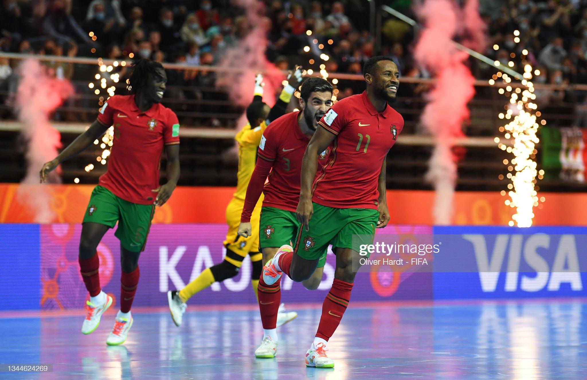 Pany Varela celebra un gol de Portuga en el Mundial de Lituania