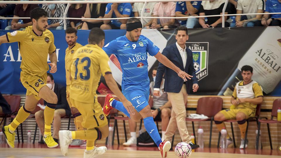 Triunfo de altura de Viña Albali Valdepeñas sobre el Levante UD (3-0)