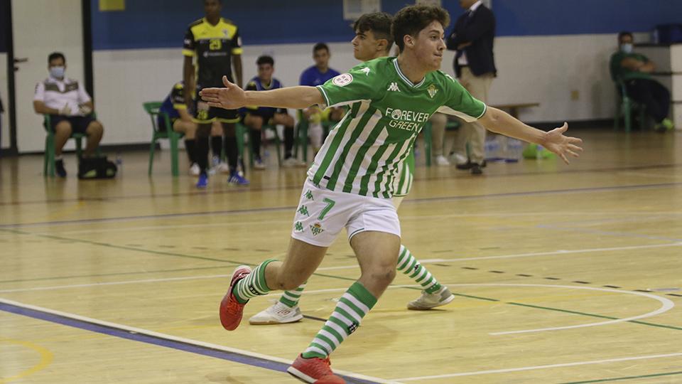 Guido, jugador del Real Betis Futsal B, celebra un gol.