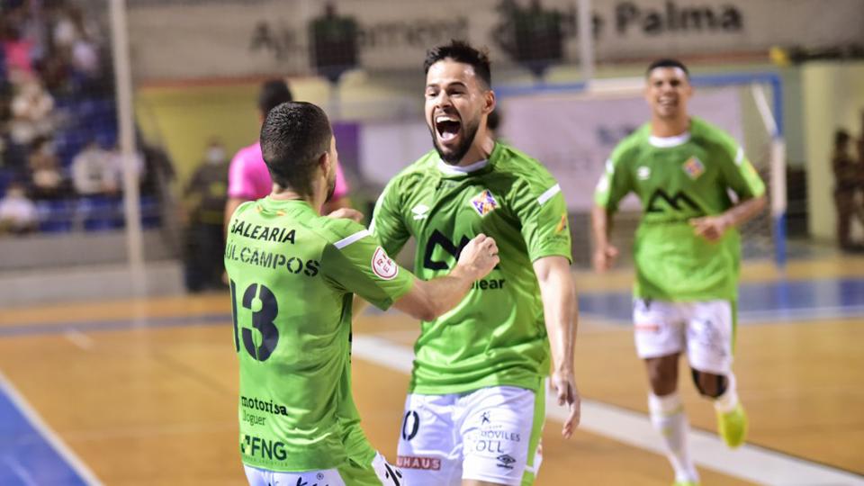 Marlon y Raúl Campos, de Palma Futsal, celebran un gol.