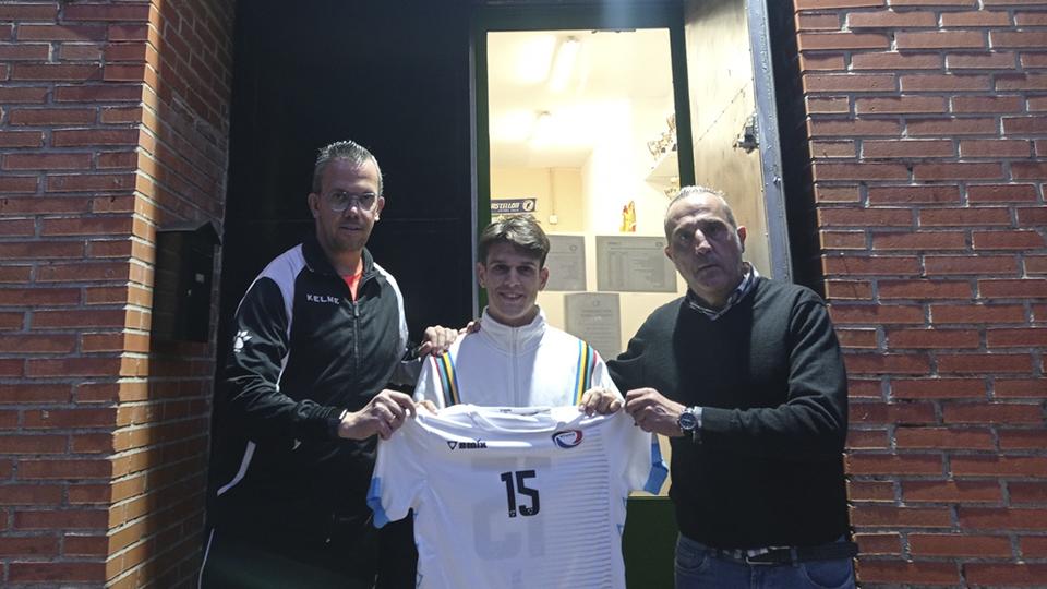 Viti posa junto al presidente del Rivas Futsal, Luis Moreno.