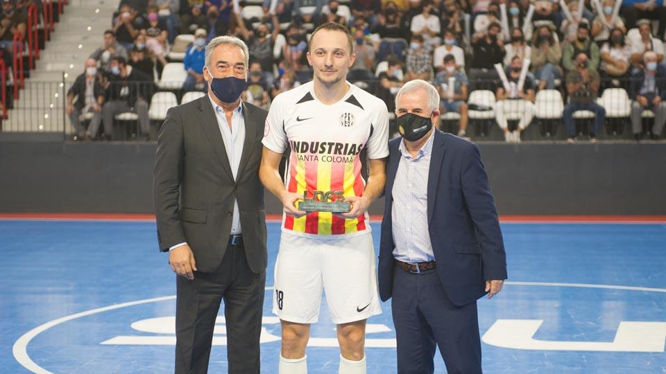 Javier Lozano entregó los premios a Drahovsky, Mejor Ala y máximo goleador, y a Industrias a la Deportividad