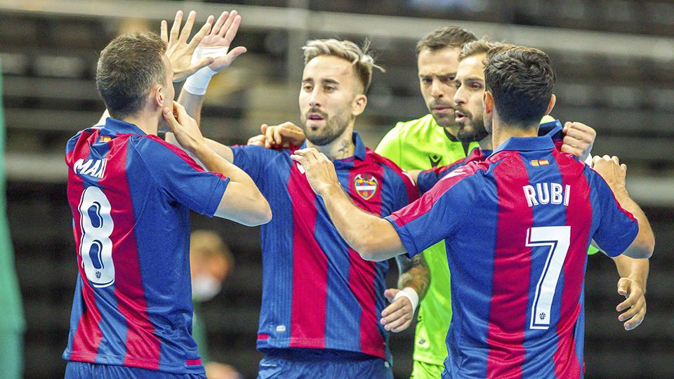 Los jugadores del Levante UD FS festejan un gol. (Foto: Kauno Zalgiris)