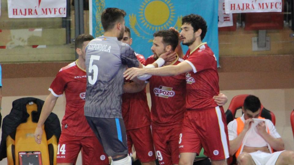 Los jugadores de ElPozo Murcia celebran un gol