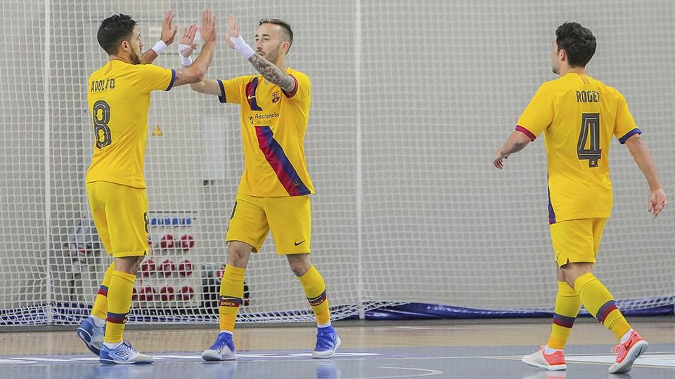 Rivillos, Adolfo y Roger celebran un gol del Barça