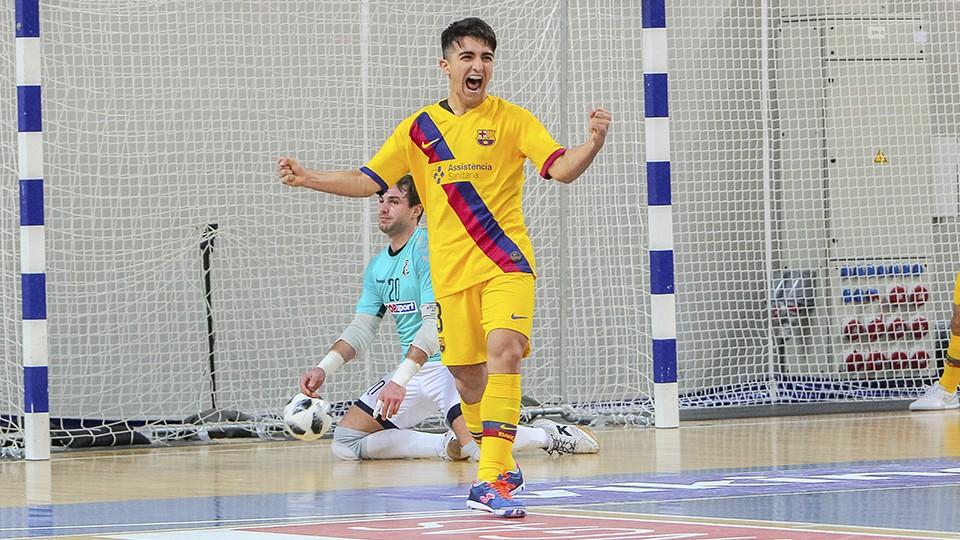 Povill, del Barça celebra un tanto
