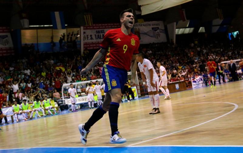 Sergio Lozano celebra un gol con la selección española