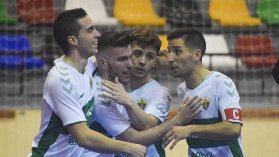 Los jugadores de Elche CF celebran un gol.