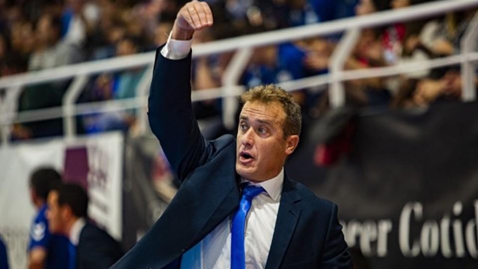David Ramos, entrenador del Viña Albali Valdepeñas, durante un partido.
