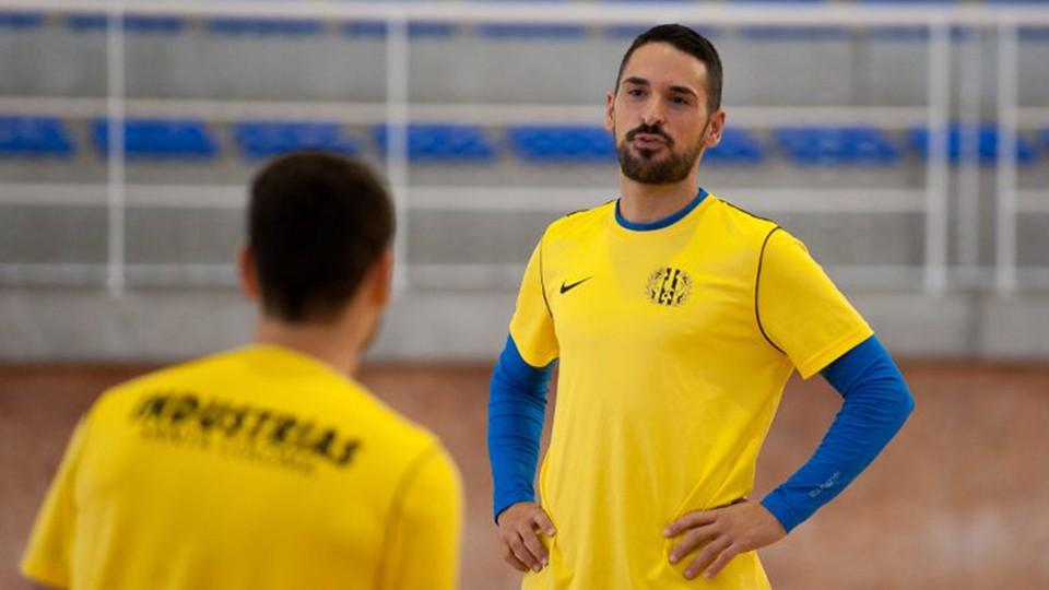 Álex Verdejo, jugador de Industrias Santa Coloma, durante un entrenamiento.
