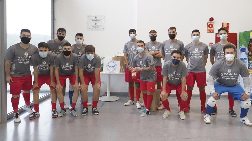 La recogida del 5 Coruña Fútbol Sala en favor del Banco de Alimentos Rías Altas, todo un éxito