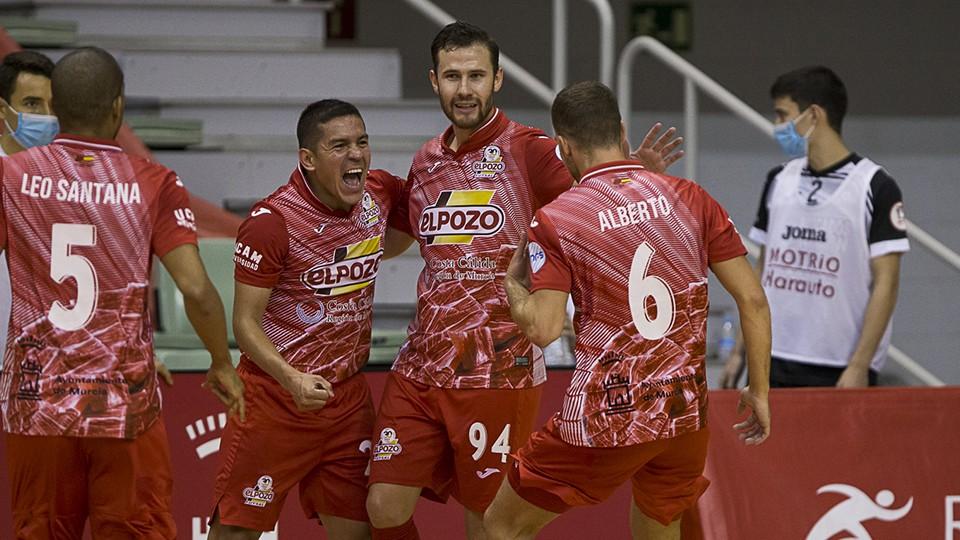 Los jugadores de ElPozo Murcia Costa Cálida celebran un gol