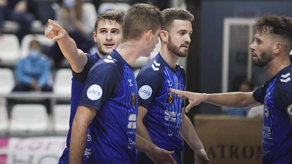 Los jugadores del Bisontes Castellón celebran un gol