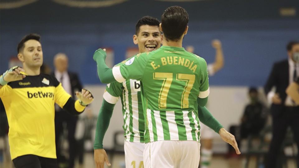 Los jugadores del Real Betis Futsal celebran un tanto