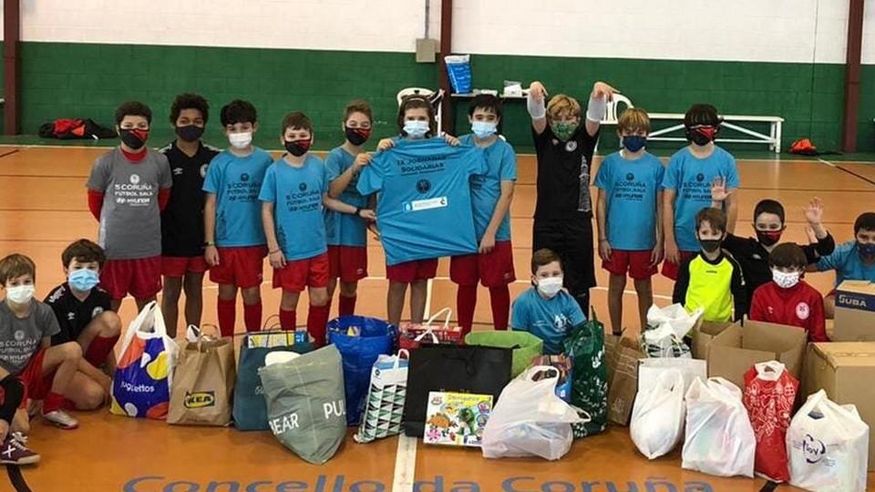 La IX Jornada Solidaria de la Academia Red Blue 5 Coruña bate récords