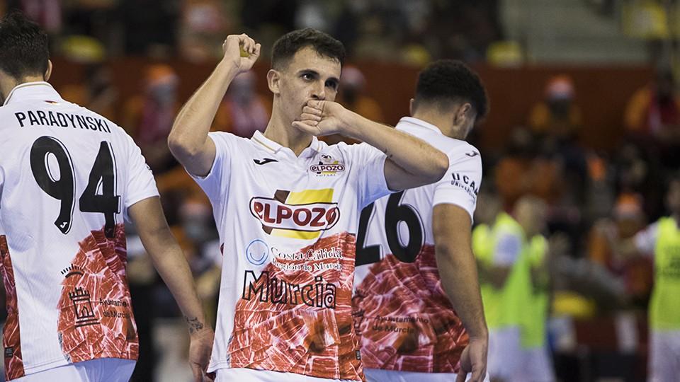 Marcel, jugador de ElPozo Murcia Costa Cálida, celebra un gol.