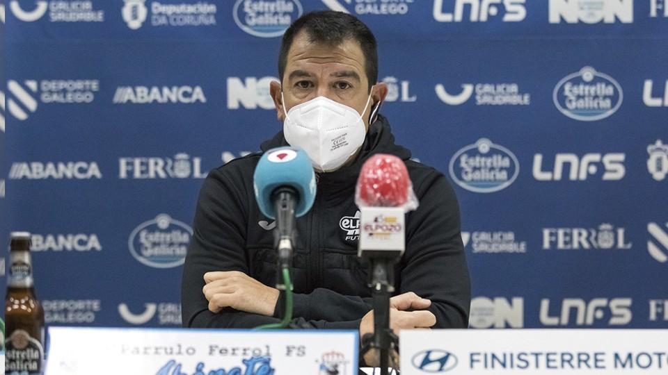 Fran Serrejón, director general de ElPozo Murcia Costa Cálida, en rueda de prensa (Fotografía: Hugo Nidáguila / Instantes Momentos Fotográficos)