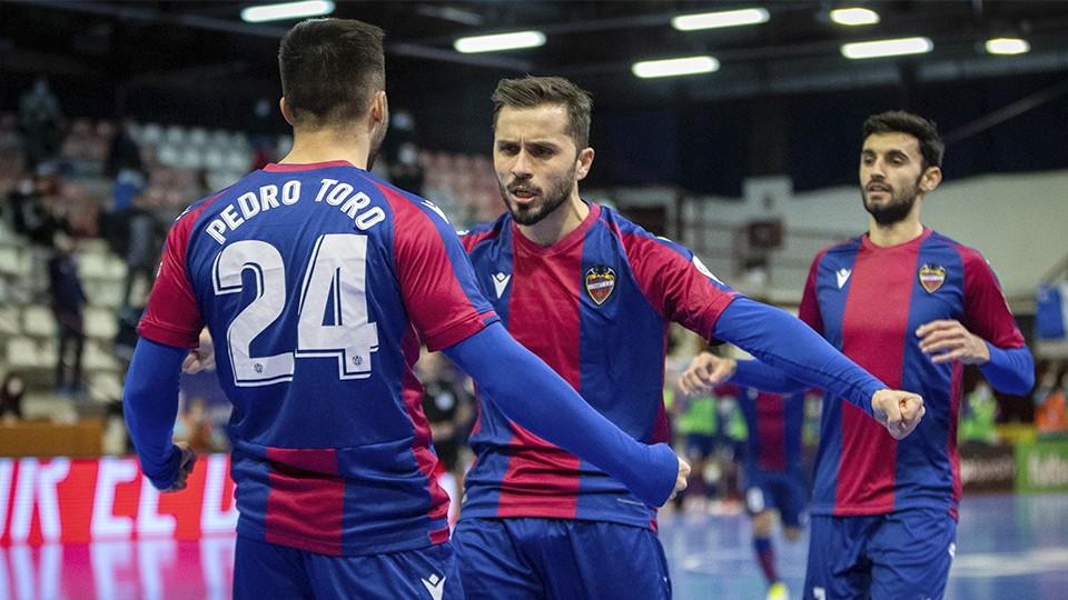 Los jugadores del Levante UD FS celebran un gol.