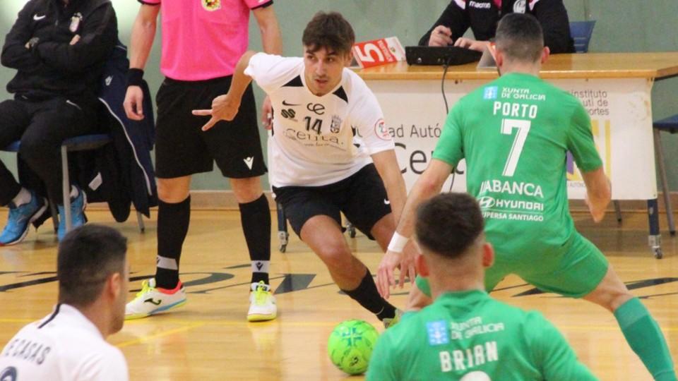 Abraham, jugador del UA Ceutí, durante un partido